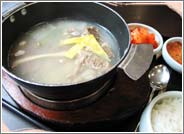 Korean Restaurant in Jongno, a Street of Traditional Restaurants