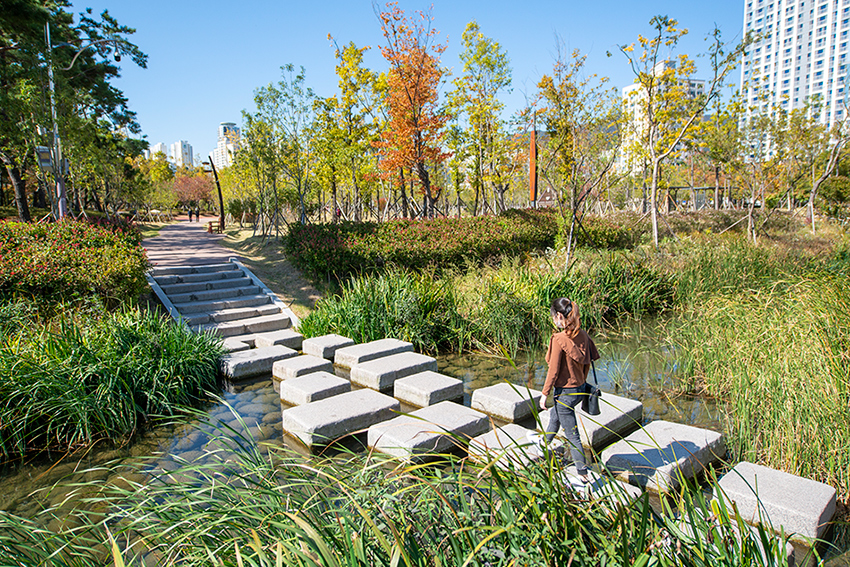 Jardín de los Pilares Verdes en el Parque Seonyudo.
