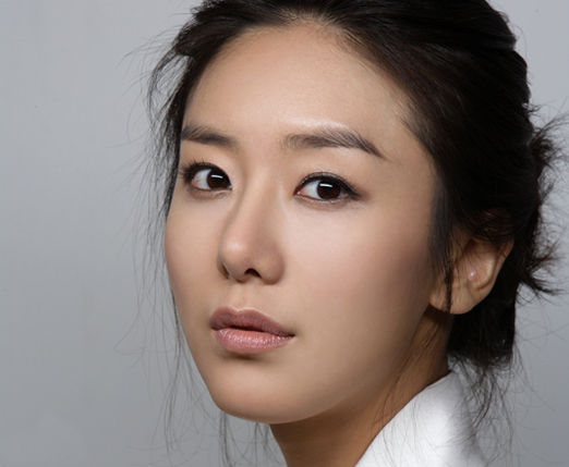 Yoon Jung-Hee ()
