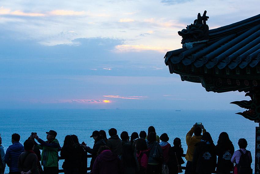 Фестиваль рассвета в храме Хянирам в Ёсу