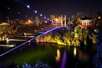 Yongyeon Suspension Bridge at night