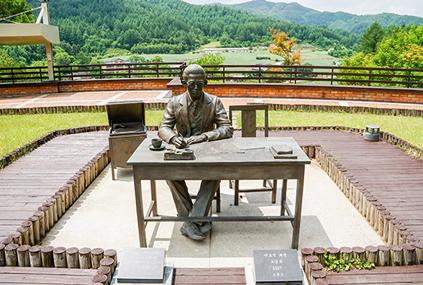 Памятник Ли Хё Соку