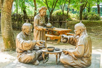 Скульптуры, отражающие образ жизни в прошлом