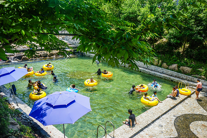 Photo: Wolchulsan Gichang Land's outdoor swimming pool