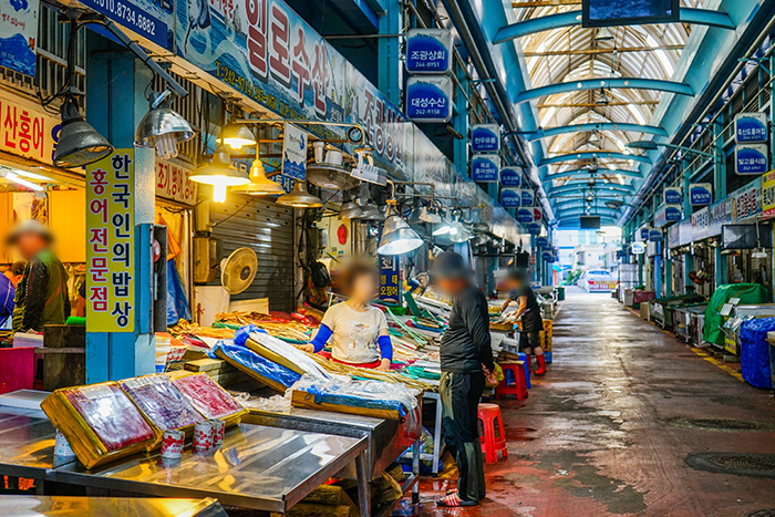 Photo: Interior view of Mokpo Specialty Seafood Market