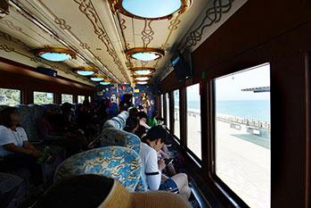 海岸列車の内部