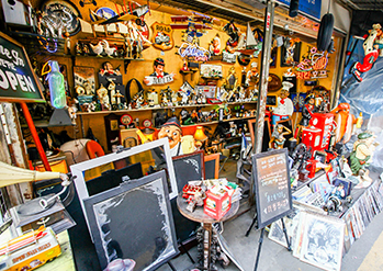 Photo: Hwanghak-dong Flea Market & Dongmyo Flea Market (Right credit: Time Out Seoul)