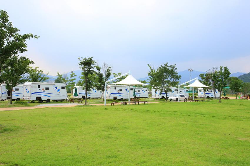Zona de acampe en la isla Jaraseom
