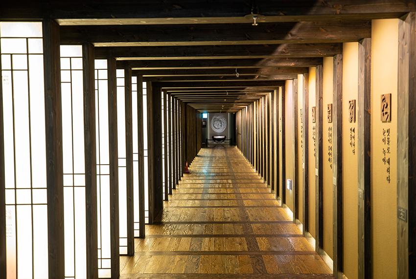 Вход в выставочный центр традиционной корейской кухни Хансик