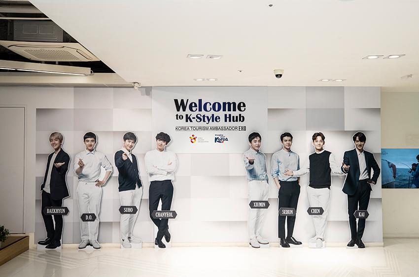 Демонстрационно-выставочная зона со звёздами K-pop (Источник: K-Style Hub)