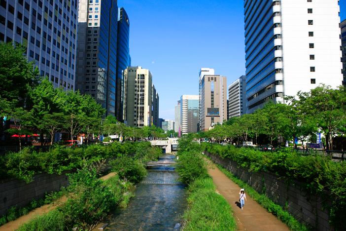 Cheonggyecheon Stream & Cheonggye Plaza