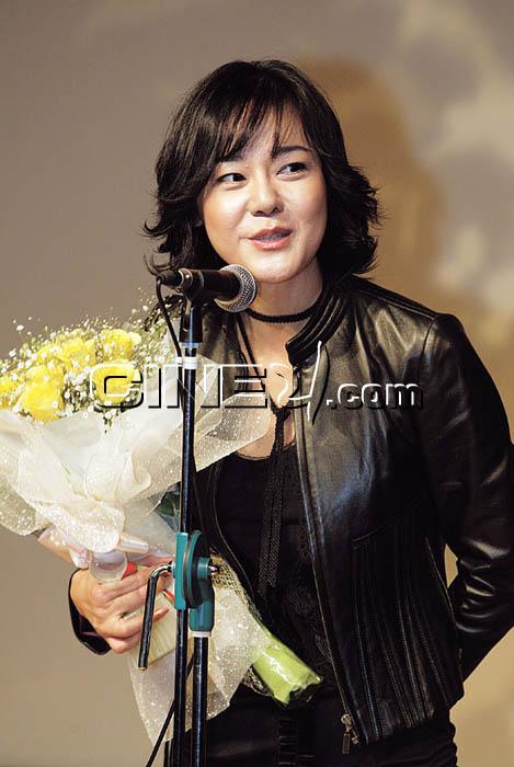 Kim Yun-jin (김윤진)