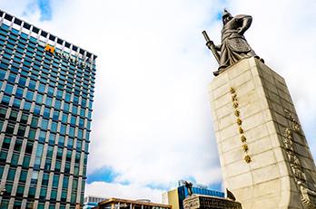 李舜臣将軍の銅像