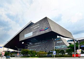 Photo: Night view of Busan Cinema Center