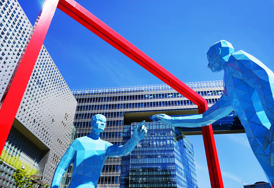 MBC新大樓前的雕塑