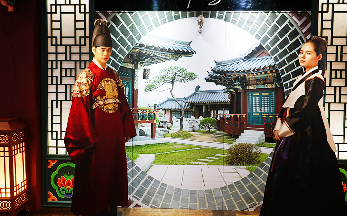 "Photo zone with the drama ""Moon Embracing the Sun (2012)"" as a background"