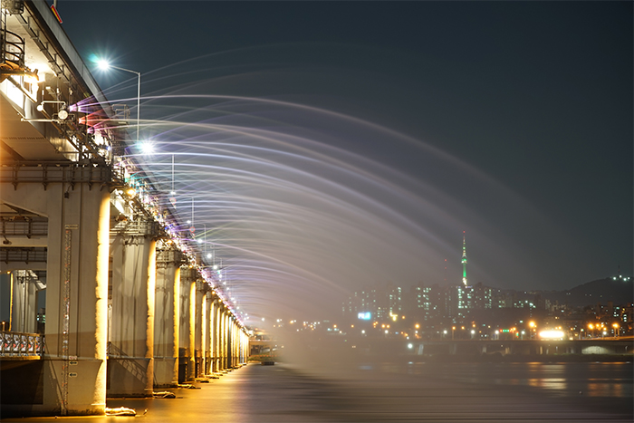 盤浦大橋月光彩虹噴泉(圖片來源:首爾市)