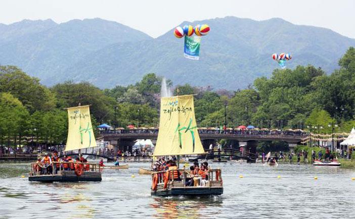 潭陽竹祭り(写真提供:社団法人潭陽竹祭り委員会)