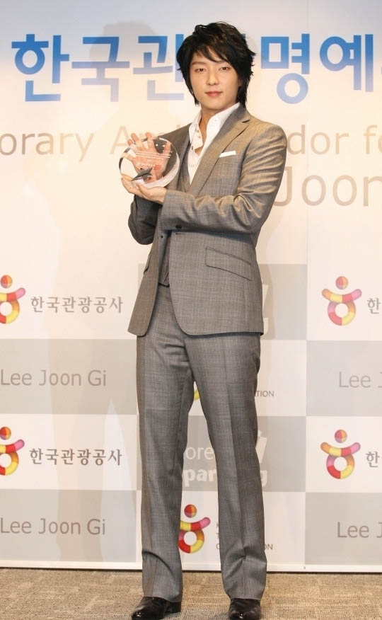 Lee Jun-gi (이준기)