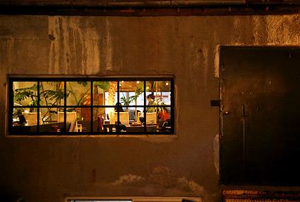 Budnamu Brewery por la mañana y de noche