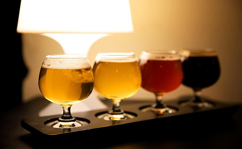 Пиво в ассортименте и закуски в Budnamu Brewery