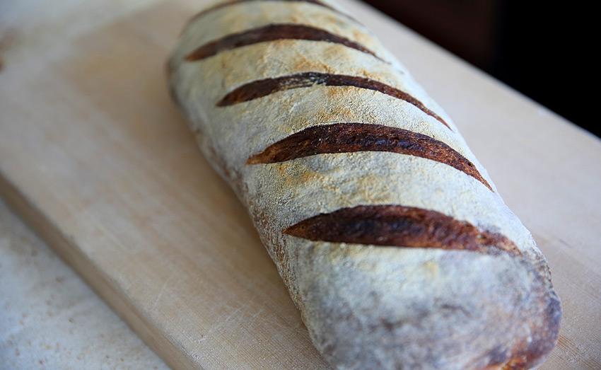 Хлеб на основе органических натуральных дрожжей в Baking Farmer