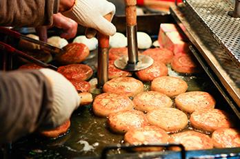 照片 : 釜山国际市场的种子糖饼