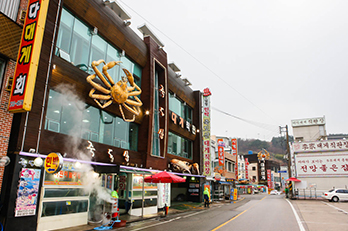 Photo: Street-view of Yeongdeok Crab Village