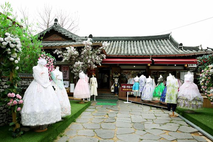 Hanbok rental shop experience