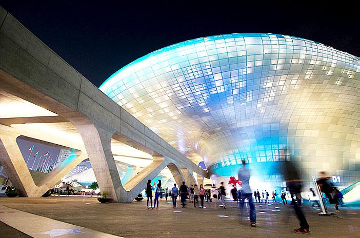 东大门历史文化公园站的东大门设计广场 (DDP