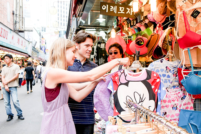 Photo: Tourists shopping at Namdaemun Market