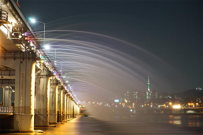 盤浦大橋ムーンライト・レインボー噴水(写真提供:ソウル市)