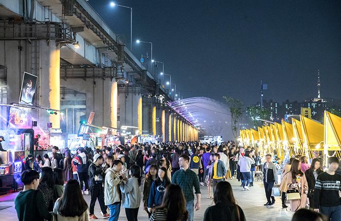 Seoul Bamdokkaebi Night Market (bottom credit: Seoul Metropolitan City)