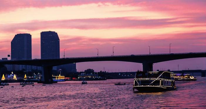 遊覧船から望む夜の汝矣島(写真提供:イーランドクルーズ)