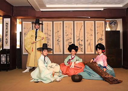 Мастер-класс по традиционной культуре (Источник: Namsan Hanok Village)