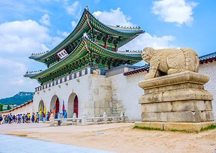 Вход во дворец Кёнбоккун