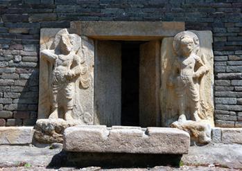 芬皇寺の模塼石塔