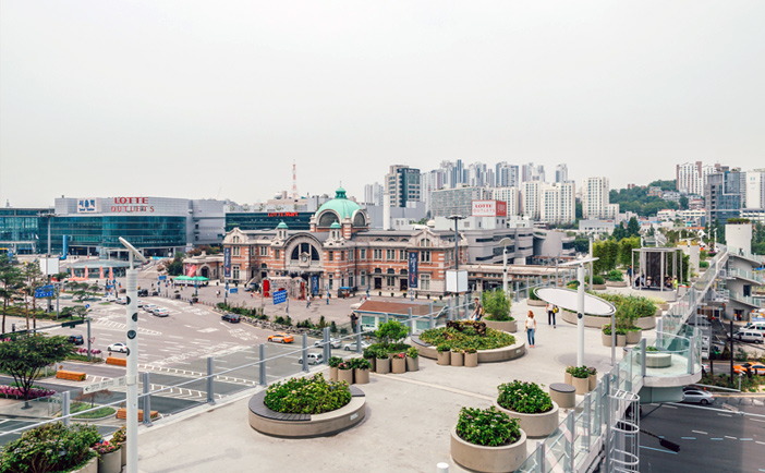 Seoul Station Square as seen from Seoullo 7017