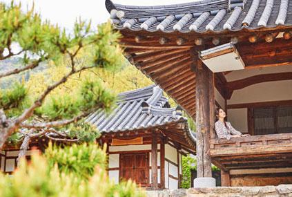 Cheonjiin – Halle Manhyudang (oben), Sarangchae – Halle Yeonhadang (unten links) & Anchae – Halle Seolhwadang (unten rechts)
