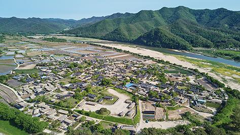 芙蓉台(上)、芙蓉台から見た河回村全景(下)