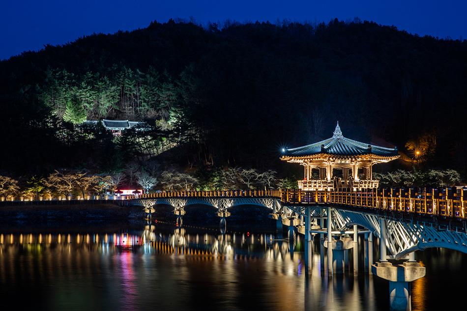 韓国観光公社選定「夜間観光100選」にも選ばれた月映橋の夜景