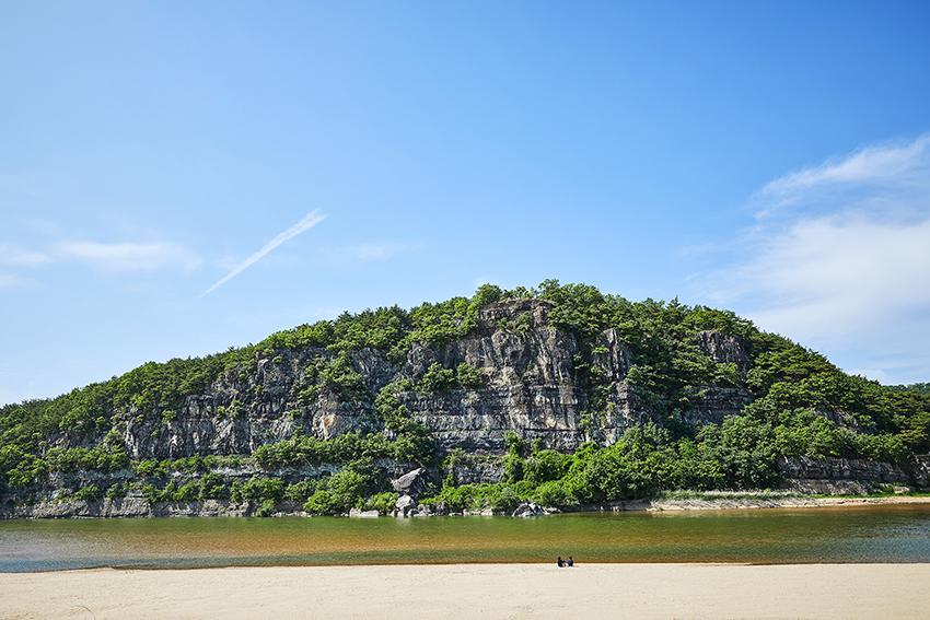 Felswand Buyongdae (oben), Ausblick von der Felswand Buyongdae (unten)