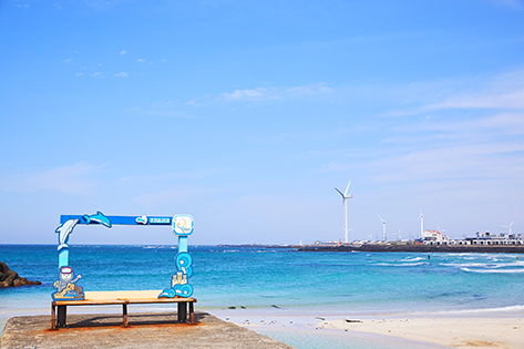 Gimnyeong Seogsegi Beach (top & left) and Gimnyeong Yacht Tour (right; credit: Jeju-si)