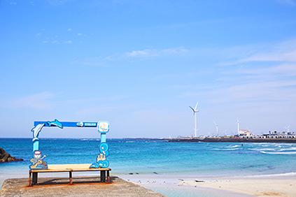 金寧ソンセギ海岸(上・左下)&金寧ヨットツアー(提供:済州市)