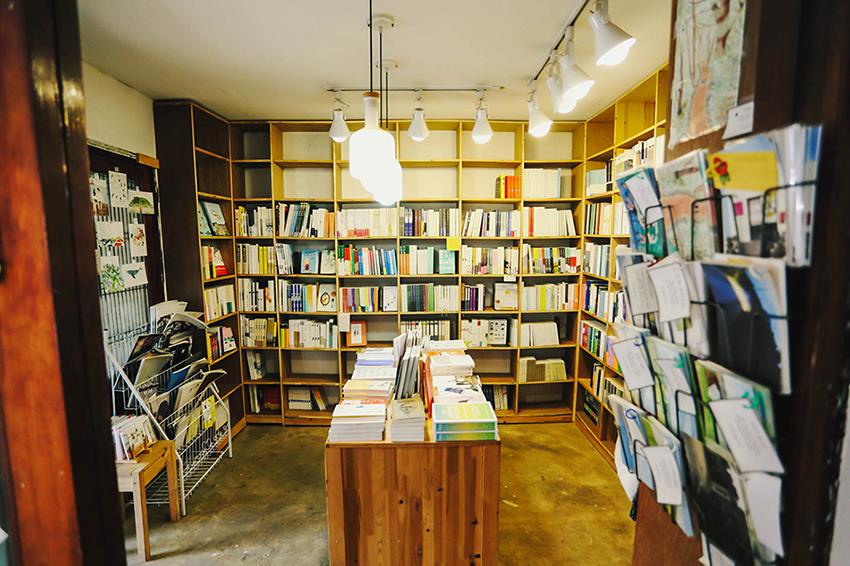 終達里「気の小さな本屋」の店内