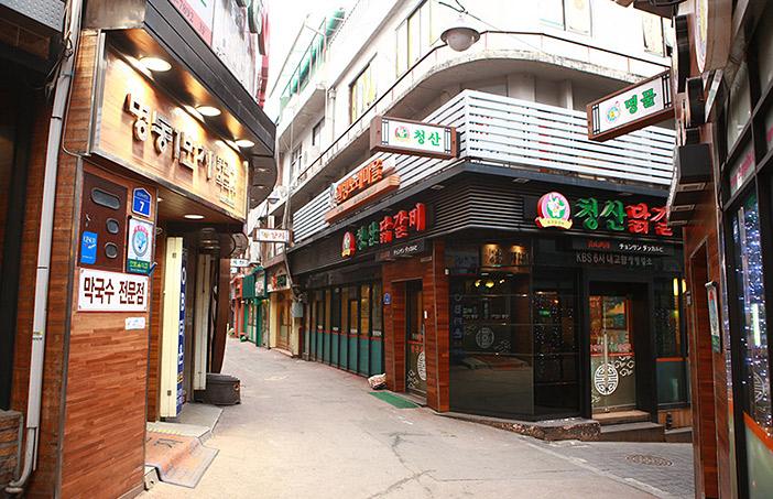 Dakgalbi Street (top, right) / Chuncheon Myeongdong Street (left)