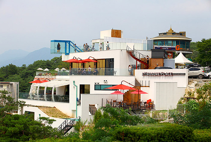 Café with a skywalk (top, right) / Wish bell tower at Café Santorini (left)