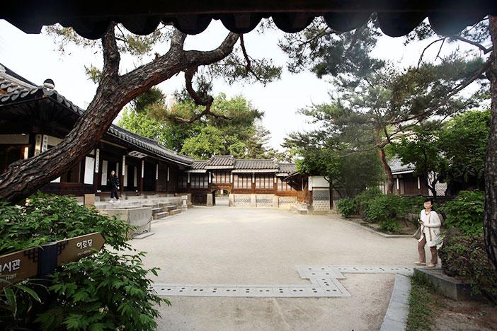 Vista completa de la Residencia Real Unhyeongung.