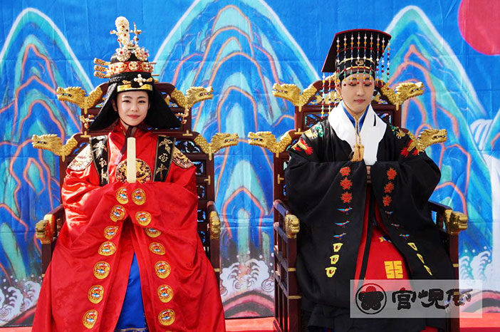 Recreación de la boda real de Gojong y Myeongseong (cortesía de la Residencia Real Unhyeongung).