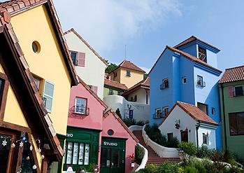 Crédits ) Village Petite France